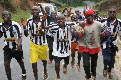 20090604213805-soccerkids.jpg