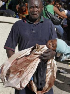 20100116185617-hombre-herido-cadaver-hija-haitim-2.jpg