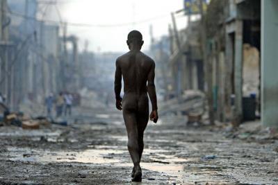 20100206213812-desnudo-en-haiti.jpg